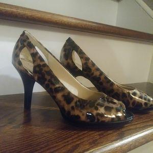 Life Stride Vera leopard peep toe heels Sz. 7.5